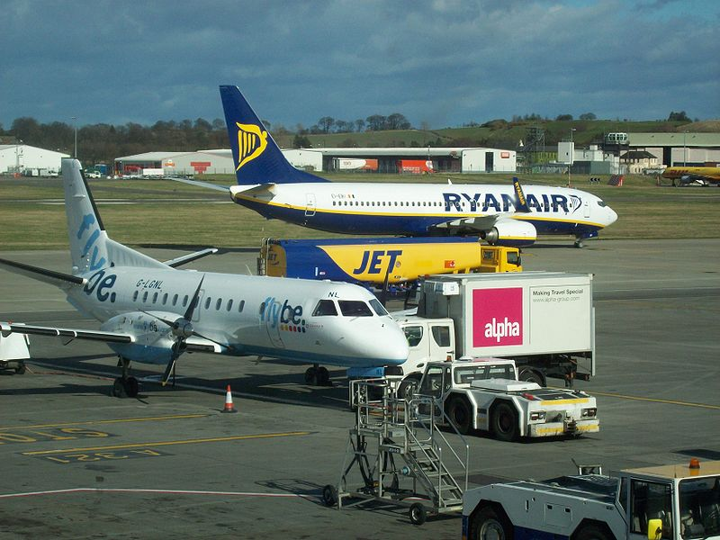800px-Edinburgh_Airport_Flybe_and_Ryanair_aircraft