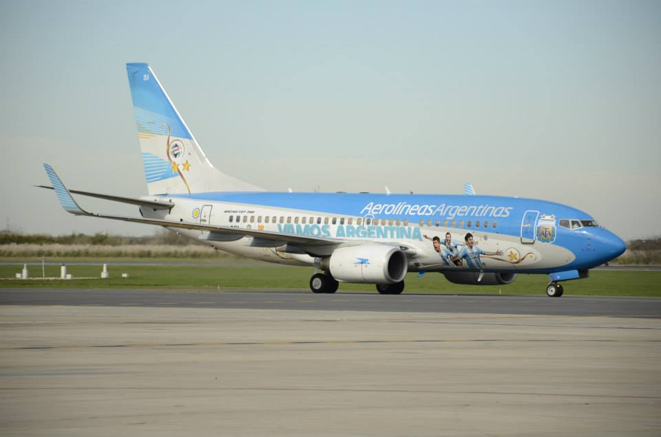 Bringing the Argentinian team over the border is 737-700 LV-CSI