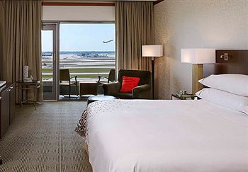 From your room in Renaissance Concourse Atlanta Airport Hotel, you can watch flights come and go at the busiest airport in the United States.