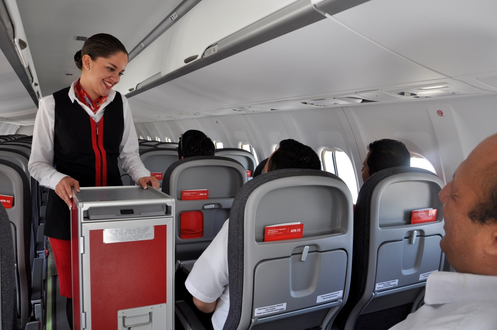 Avianca 39 s first central america atr 72 delivered airport for Interior 787 avianca