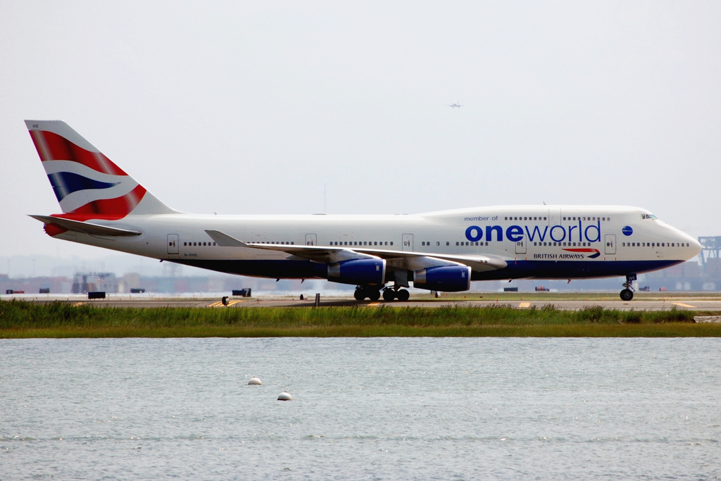 By James Wang from Boston, Mass, USA (British Airways 747 (Oneworld livery)) [CC-BY-2.0 (http://creativecommons.org/licenses/by/2.0)], via Wikimedia Commons
