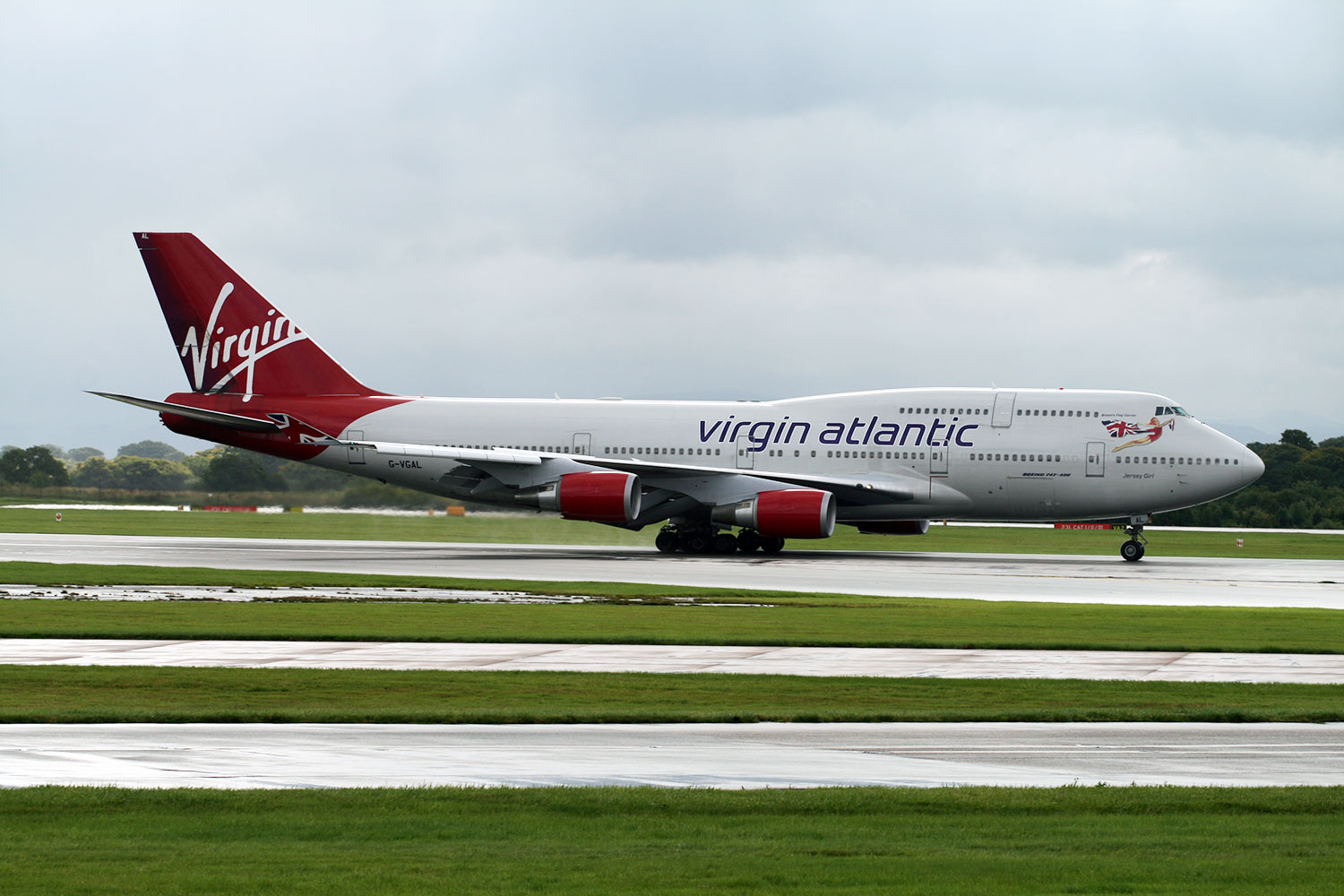 Virgin 747 seen from Manchester Runway Visitor Park