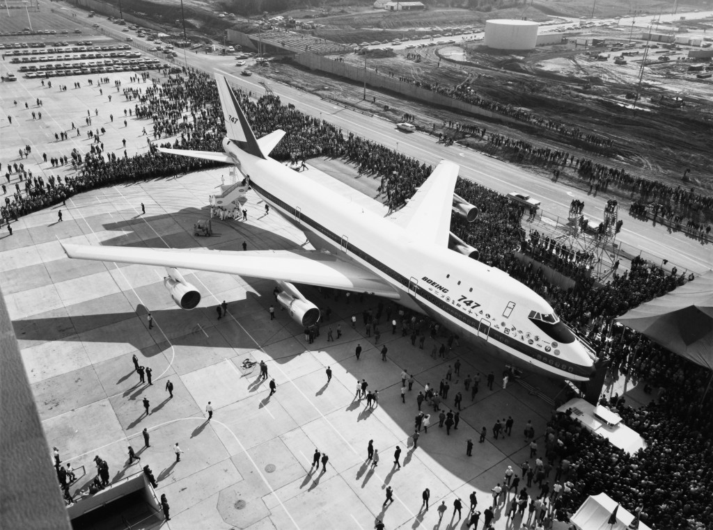 SAS Boeing 747-B Huge Viking SE-DDL, When the big bird rolled out, roll out of the Boeing 747-B took place at Everett, Washington on september 30. 1968 *** Local Caption *** Inside SAS no 22/1968.