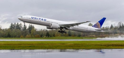 United Airlines 777-300