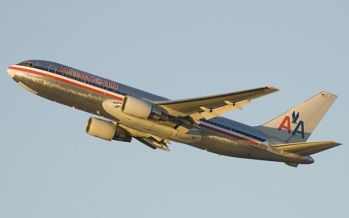 American_Airlines_767-200_N324AA