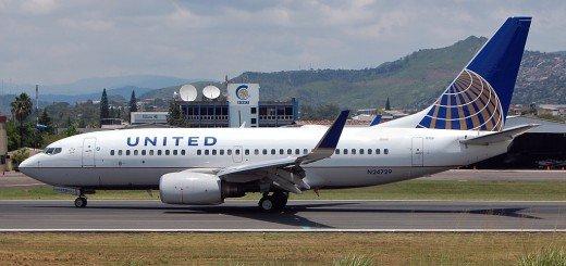 United 737 700