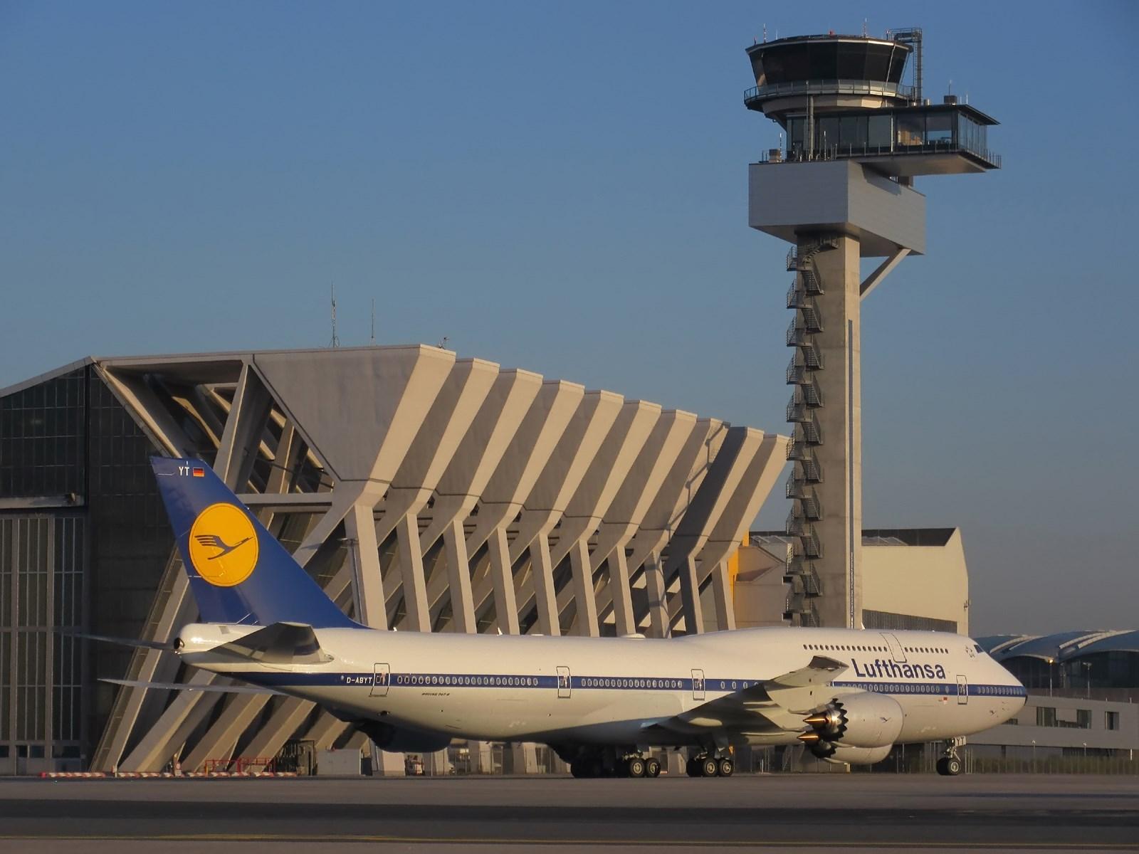 Lufthansa Retro 747-830