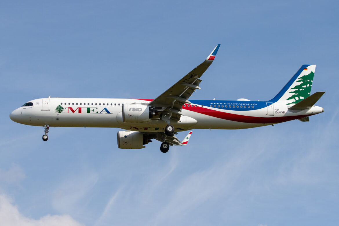 Beautiful A321 of Middle East Airlines, landing and ... |Nicest Middle Eastern Airline